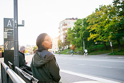 Sweden, Vastra Gotaland, Gothenburg, Woman waiting at bus station - p352m1100713f by Viktor Holm
