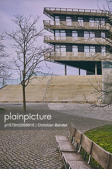 Port city Hamburg, modern building - p1573m2269915 by Christian Bendel