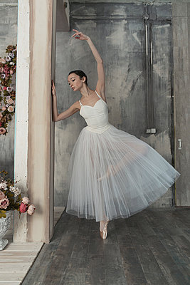 Ballerina - p1476m1564104 by Yulia Artemyeva