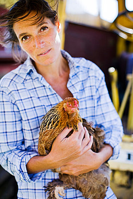 Portrait of woman holding rooster - p31225961 by Jakob Fridholm