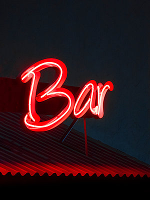 USA, Las Vegas, Neon Bar sign - p1280m2244974 by Dave Wall