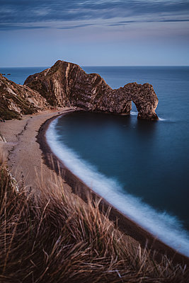 Natural arch, Durdle door - p1326m2099790 by kemai