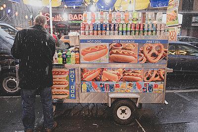 Hotdog-Stand - p1345m1215752 von Alexandra Kern
