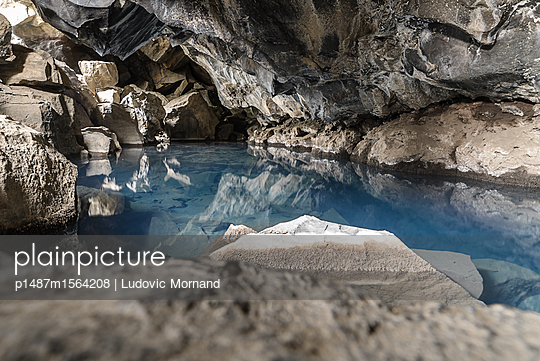 Grjotagja, an Iceland cave - p1487m1564208 by Ludovic Mornand