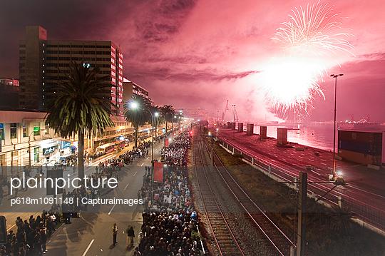 Neujahr in Valparaiso - p618m1091148 von Capturaimages