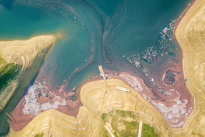Water pollution, aerial view, Bosnia and Herzegovina - p1600m2184170 by Ole Spata
