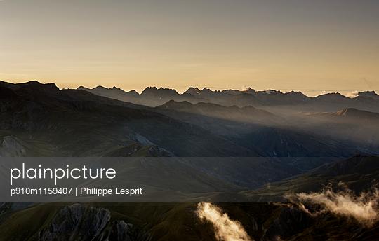 Plateau d'Emparis Abendsonne in den Alpen - p910m1159407 von Philippe Lesprit