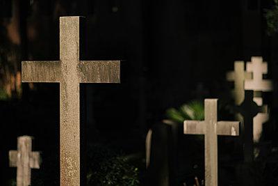 Crosses in a graveyard, Cimitero Acattolico di Roma - p1600m2175101 by Ole Spata