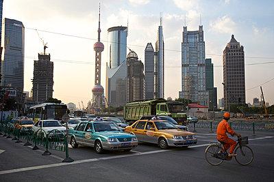 Traffic in Shanghai - p1980250 by David Breun