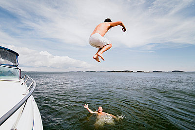 Jump - p3228775 by Simo Vunneli