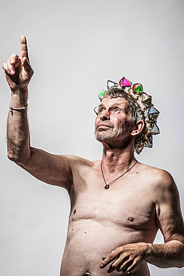 Man with a crown - p403m933313 by Helge Sauber