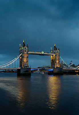 Tower Bridge, London, England, UK - p429m976564 by Mischa Keijser