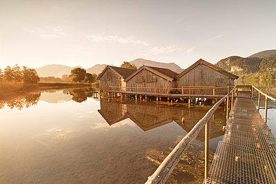Boathouses at Kochelsee Lake at sunrise, Upper Bavaria, Bavaria, Germany - p871m2074160 by Markus Lange