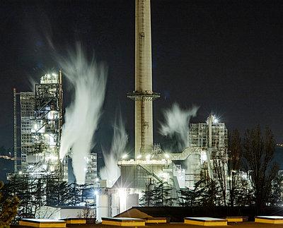 Frankreich, Feyzin, Chemiefabrik - p910m2182343 von Philippe Lesprit