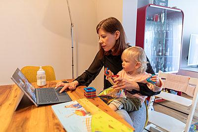 Multitasking - p741m2173089 von Christof Mattes