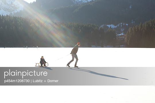 Fun on ice - p454m1208730 by Lubitz + Dorner
