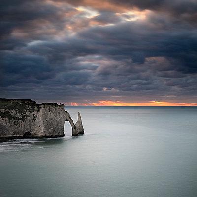 Felsbogen in der Normandie - p1137m1201439 von Yann Grancher