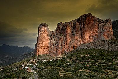 Spain, Riglos, view to Los Mallos - p300m1206201 by David Santiago Garcia