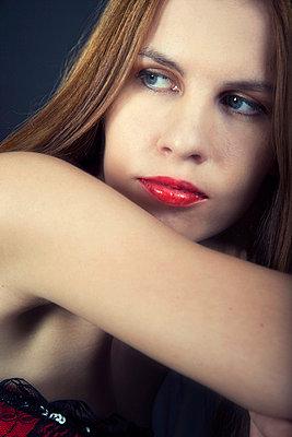 Frauenportrait - p3300225 von Harald Braun