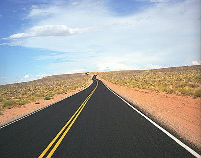 Asphalt road in America - p1610m2181528 by myriam tirler