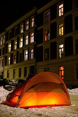 Tent in the snow - p8161540 by Nils-Erik Bjørholt