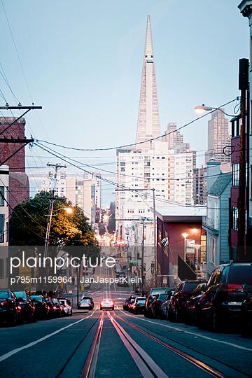 Die Straßen von San Francisco - p795m1159964 von JanJasperKlein