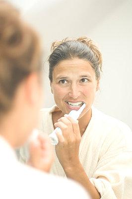 Brushing teeth - p2684188 by I. Miczka