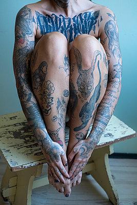 Tattooed woman - p427m2082059 by Ralf Mohr