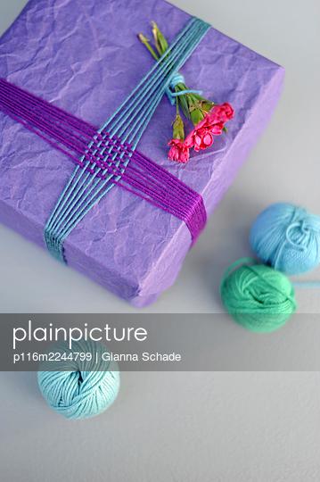 DIY Geschenkverpackung - p116m2244799 von Gianna Schade