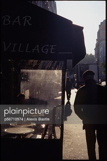 Straßenszene in Montmartre - p56710974 von Alexis Bastin