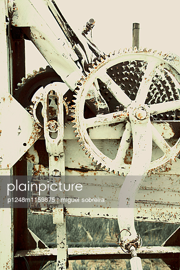 Vintage machinery with rusty cogwheel - p1248m1159875 by miguel sobreira
