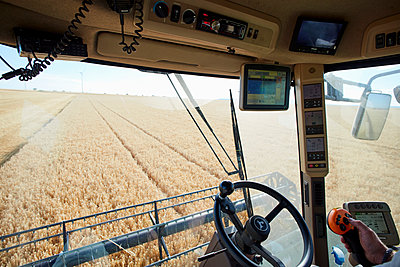Combine harvester with GPS in the field - p719m1445910 by Rudi Sebastian