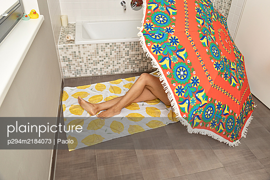 Holidays in bathroom - p294m2184073 by Paolo