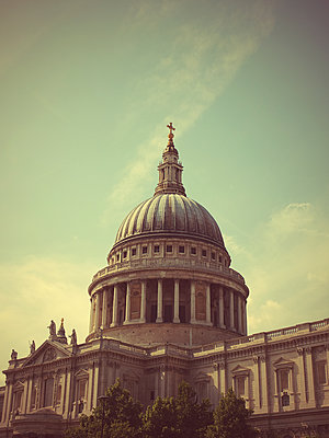 Great Britain, London, St. Paul's Cathedral - p1072m2158342 by Neville Mountford-Hoare