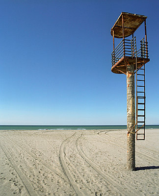 Lifeguard tower - p3530183 by Stüdyo Berlin