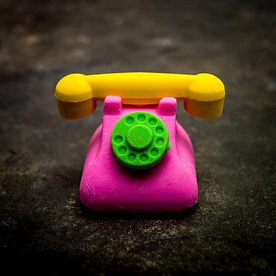 Toy shaped phone. - p813m1122814 by B.Jaubert