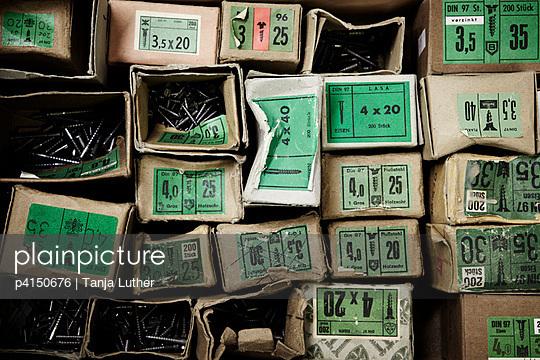 Schraubenpackungen - p4150676 von Tanja Luther