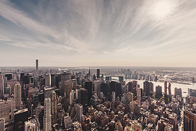 Manhattan and East River against sky seen from Empire State Building, New York City, New York, USA - p301m1498560 by Norman Posselt