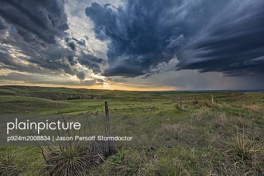 plainpicture - plainpicture p924m2008834 - Thunderstorm forms at sunse... - plainpicture/Image Source/Jason Persoff Stormdoctor