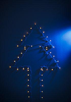Chain of lights - p1149m2124844 by Yvonne Röder