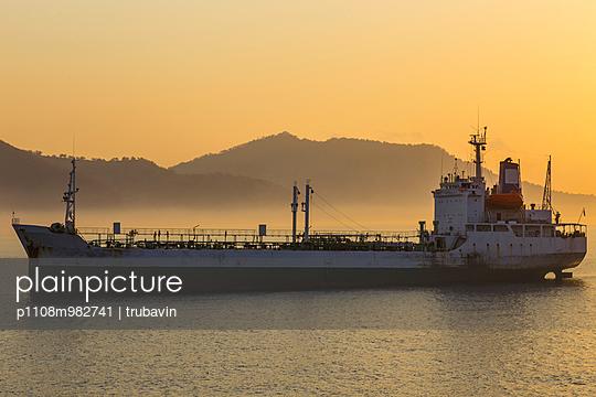 Schiff an der Küste Balis - p1108m982741 von trubavin