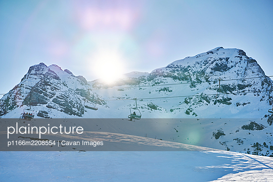 chairlift in the station of formigal at sunset - p1166m2208554 by Cavan Images