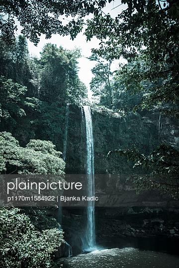 Wasserfall - p1170m1584922 von Bjanka Kadic