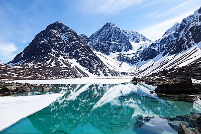 Mountain lake in winter - p1168m1040703 by Thomas Günther