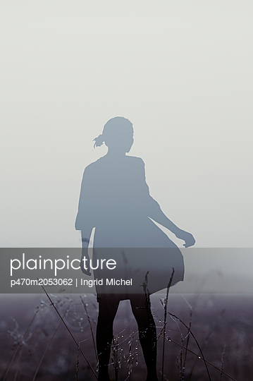 Silhouette of a woman - p470m2053062 by Ingrid Michel