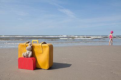 Holiday with child - p454m1065275 by Lubitz + Dorner