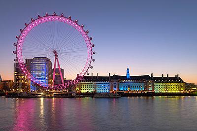 Millennium Wheel (London Eye), Old County Hall, River Thames, South Bank, London, England, United Kingdom, Europe - p871m2209255 by Ed Rhodes
