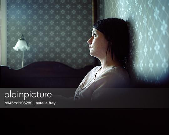 Depressed woman - p945m1196289 by aurelia frey