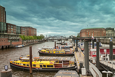 The outer side of Speicher Stadt in Hamburg - p1332m1528694 by Tamboly