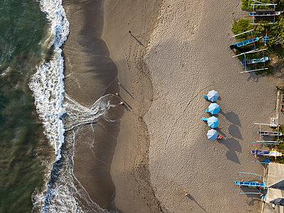 Indonesia, Bali, Canggu, Aerial view of Batu bolong beach - p300m2070386 by Konstantin Trubavin